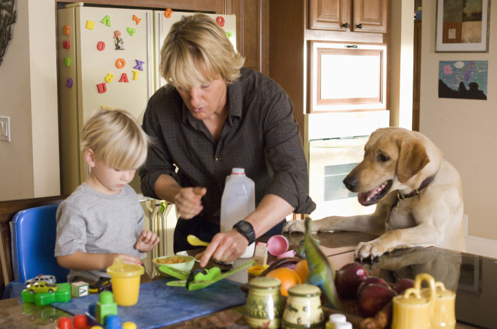 Marley hungrily eyes the breakfast that John (Owen Wilson) is preparing for 5-year-old son Connor (Ben Hyland).